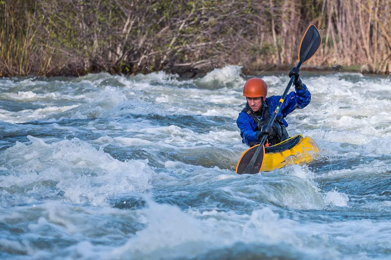 Does kayaking burn more calories than running?