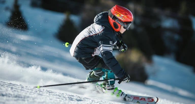 10 Best Base Layers For Skiing & Snowboarding – Stay Warm On The Slopes